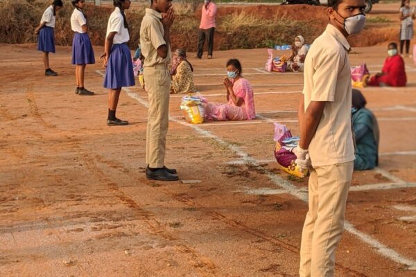 Bloom India students helping with food distribution